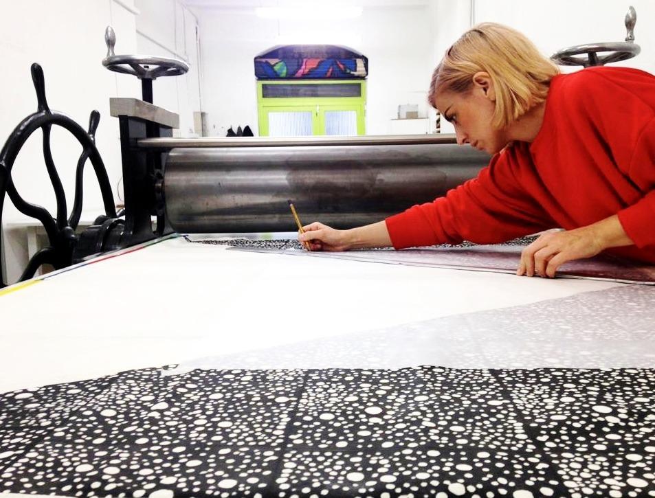 Vittoria Drago, artista y profesora de extraescolares de arte contemporáneo de PLOM Gallery