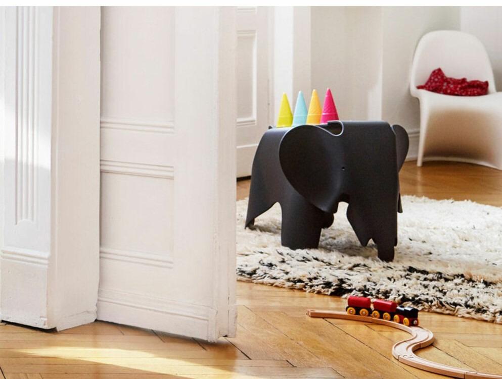 Eames Elephant en color negro. Decoración habitación infantil
