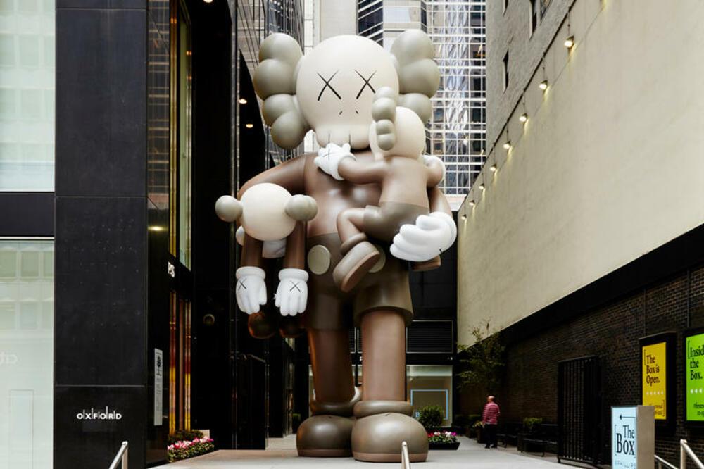Escultura Clean Slate Companion, de Kaws